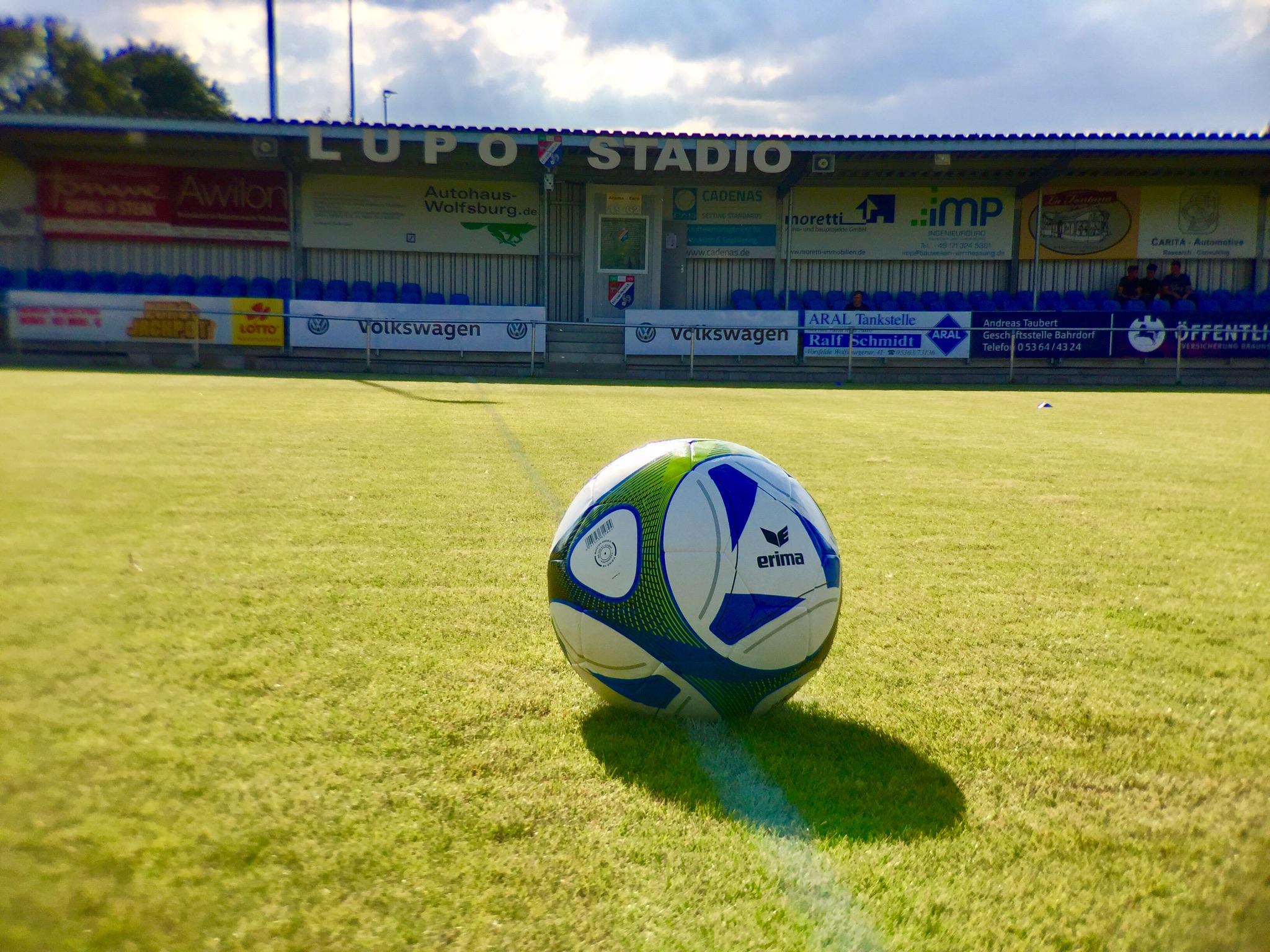 Haupttribüne des Lupo Stadio mit einem Fassungsvermögen von 380 Sitzplätzen