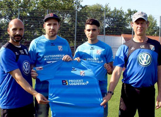 Thomas Ströhl (2. v. l.) und Laurent Salihu (2. v. r.) mit Trainer Uwe Erkenbrecher (r.) und Co-Trainer Tahar Gritli. Foto: regios24